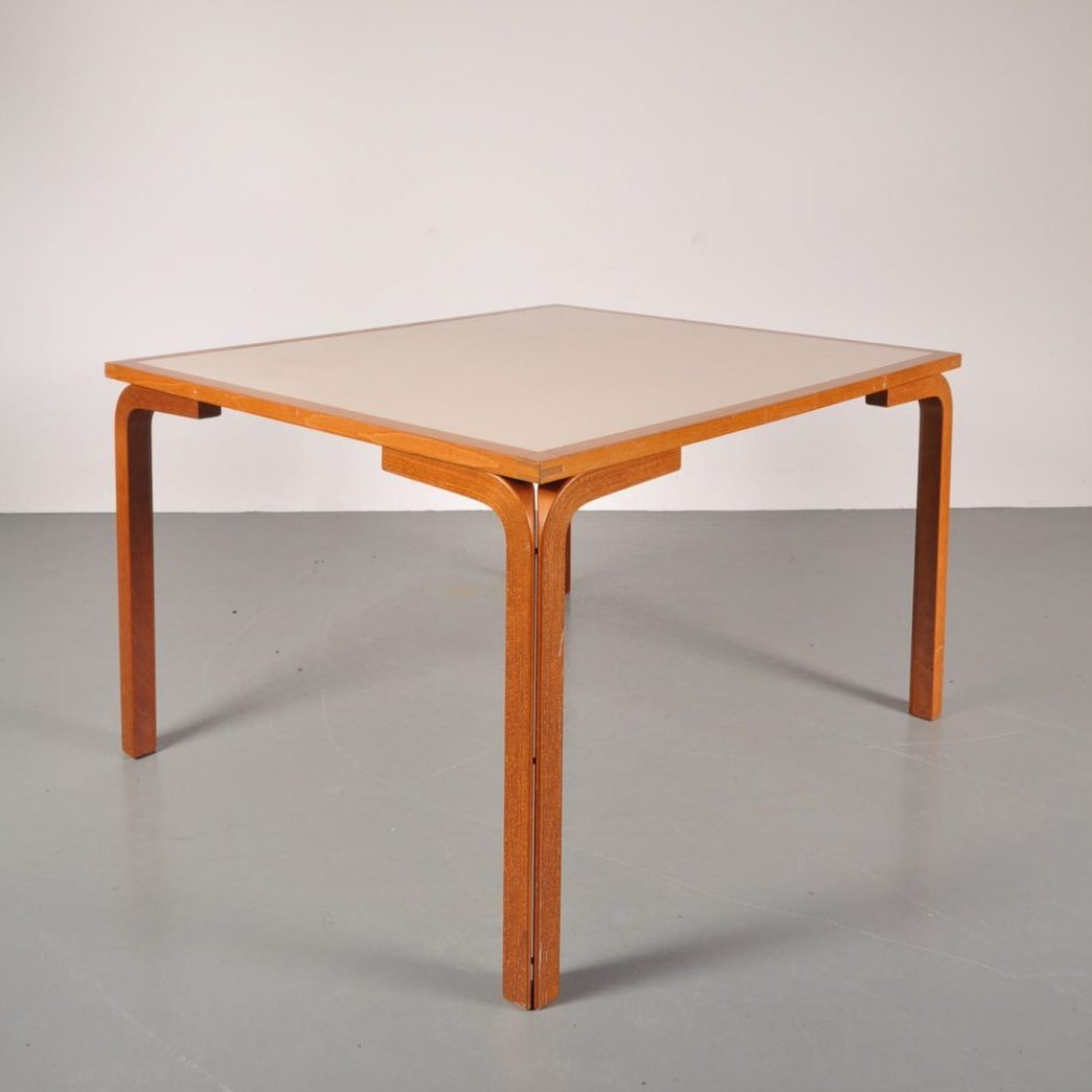 1970's good quality Danish dining table Produced: Farstrup / Denmark Design: Ryd Thygesen & Johnny Sorensen