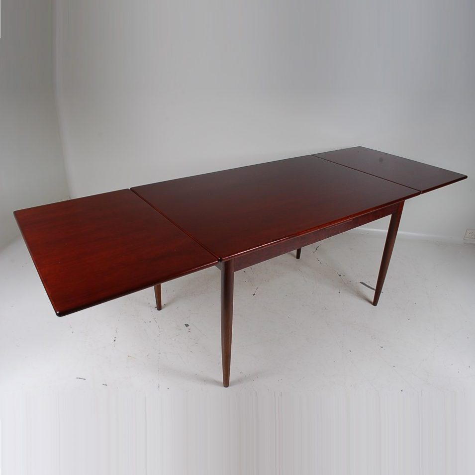 1960's rosewood extendible dinner table in Scandinavian style