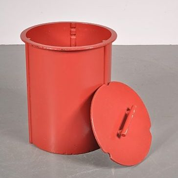 1930s Laundry bin designed by Piet Zwart for Bruynzeel in the Netherlands