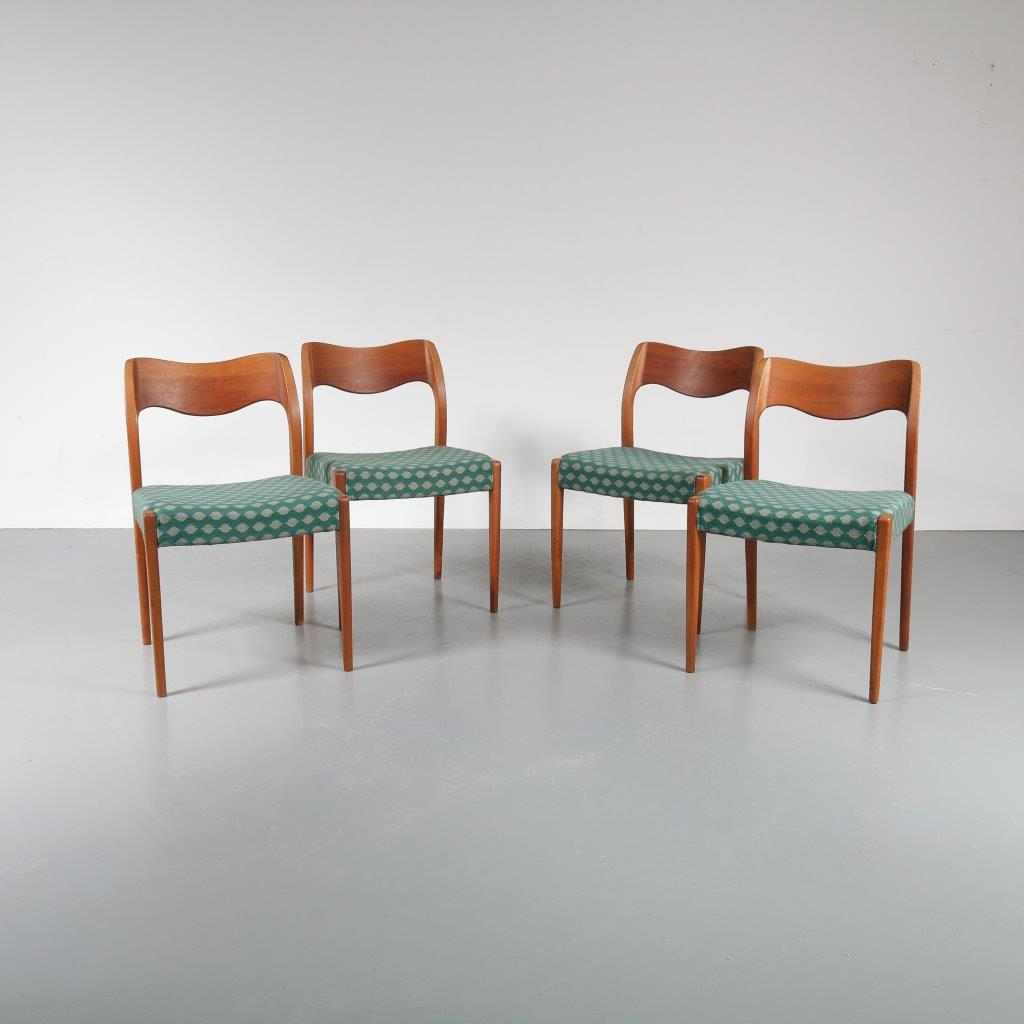 m22846 1950s Set of 4 teak dining chairs with original upholstery, model 71 Niels Otto Moller Moller / Denmark