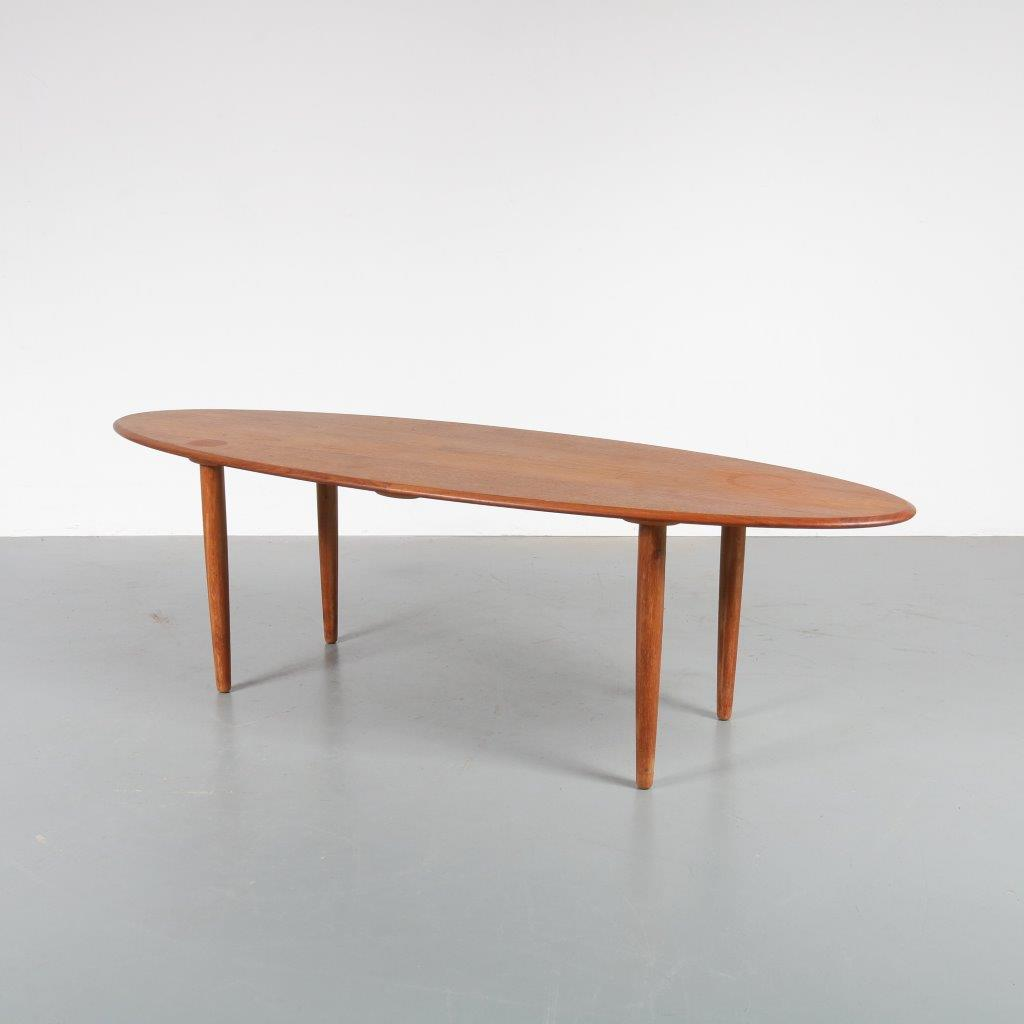 m22850 1950s Unique teak oval coffee table, the legs can be replaced in two different positions Denmark