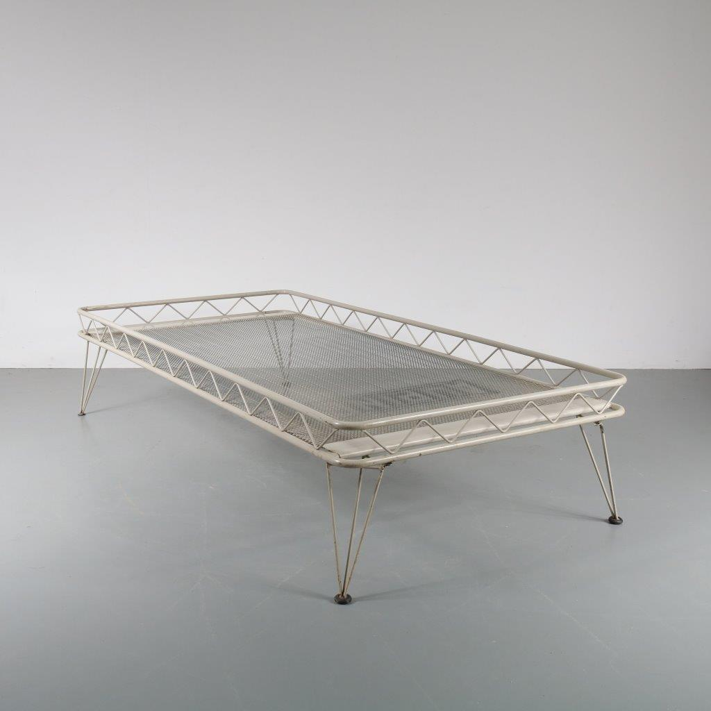 m22762 1950s White metal daybed on hairpin legs Wim Rietveld Auping / Netherlands