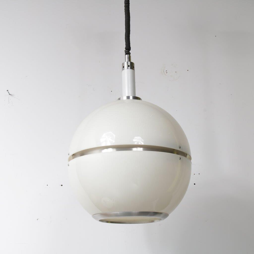 L4121 1960s Beautiful large Italian hanging lamp white plexiglass with aluminium Italy