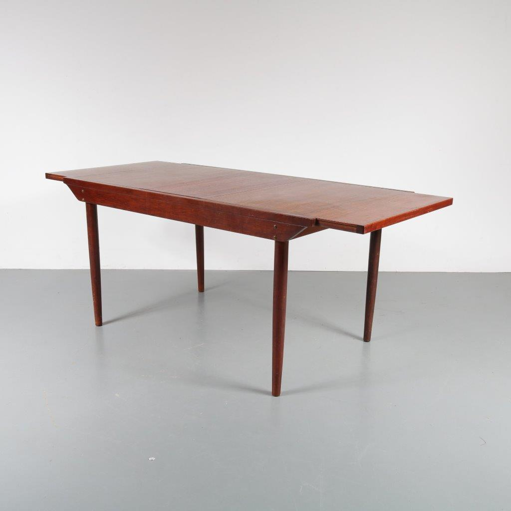 m22884 1950s Extendable teak dining table Topform / Netherlands