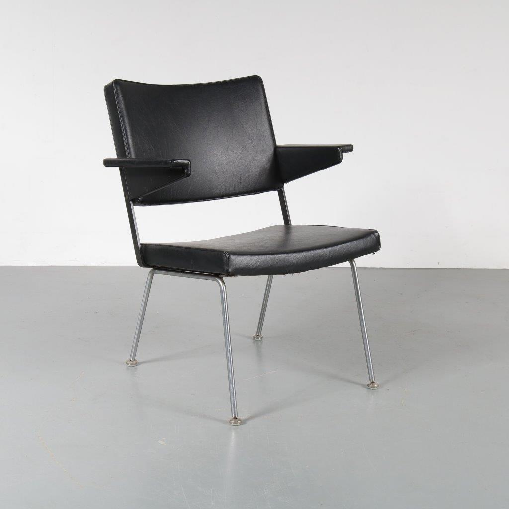 m22742 1960s Nice black skai armchair on chrome metal base Cordemeijer Gispen / Netherlands