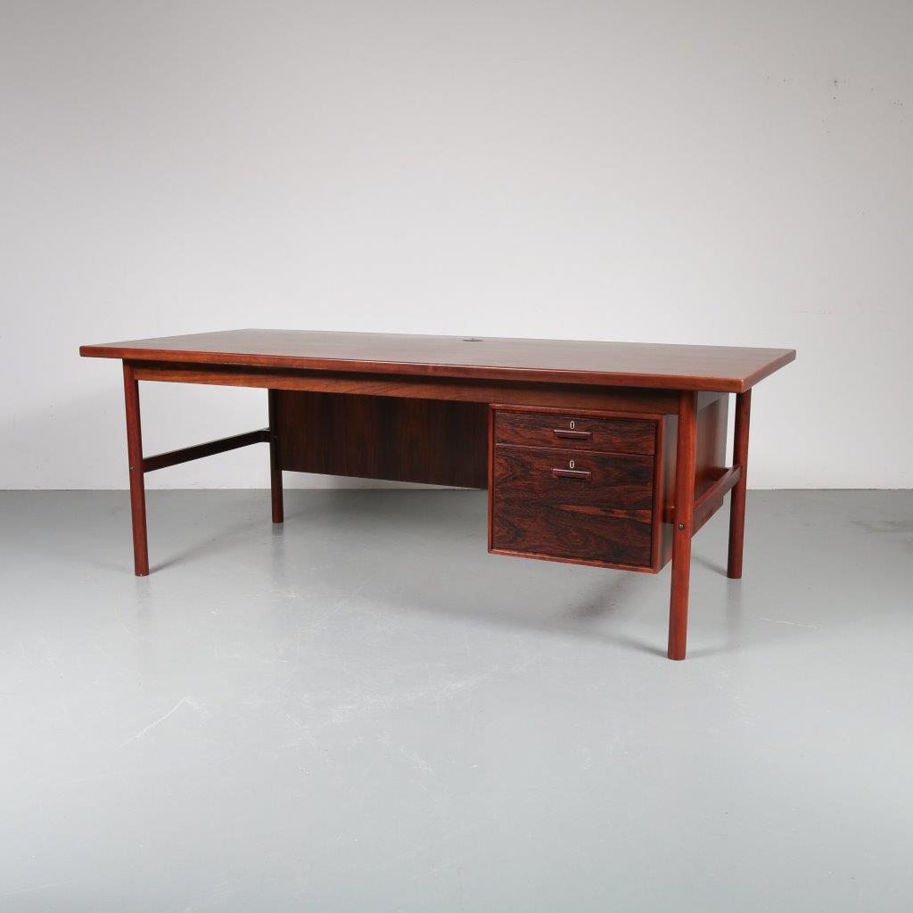 m22905 1960s Large rosewood executive desk attributed to Arne Vodder Sibast / Denmark