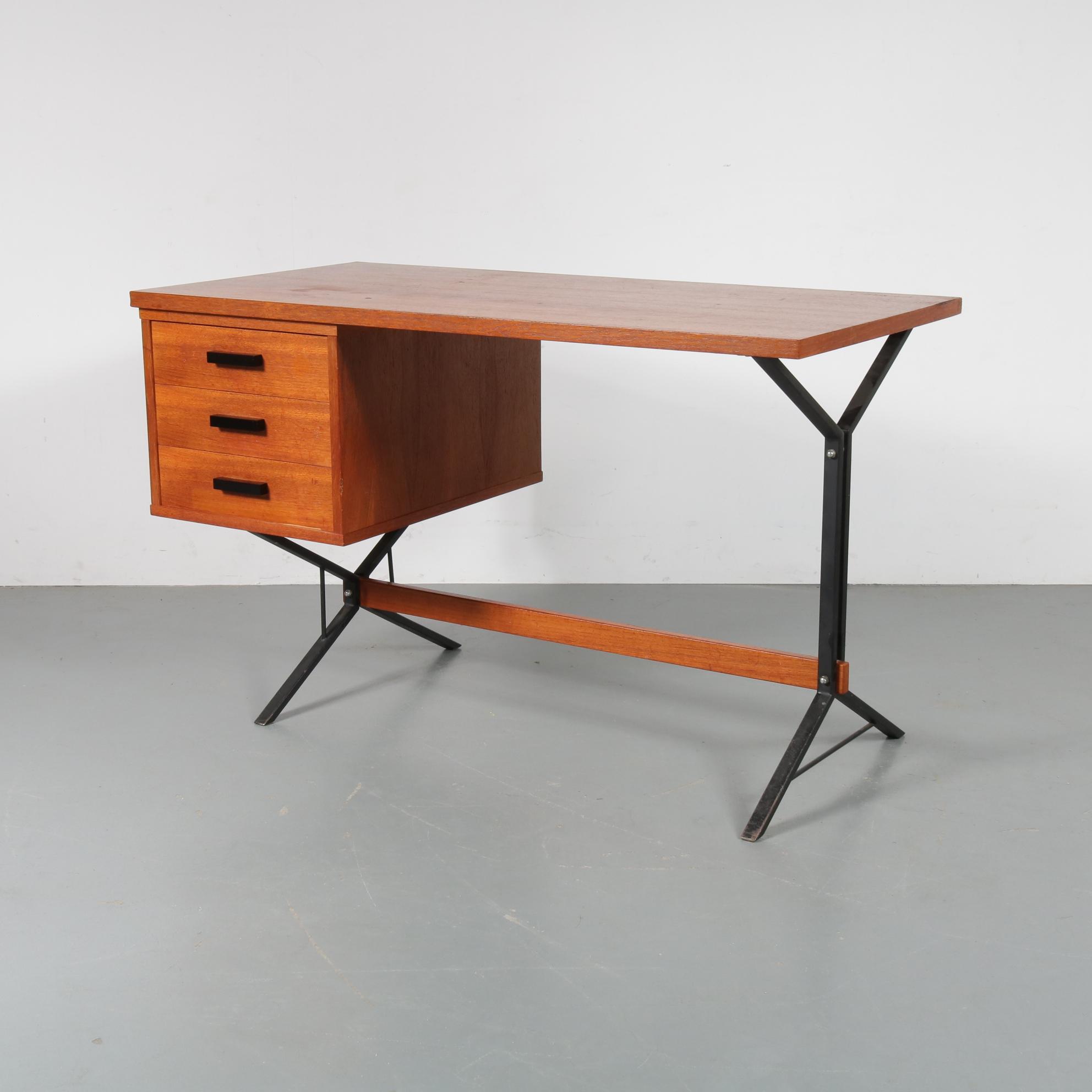 m22930 1960s Teak desk on teak with black metal base Netherlands € 395,--