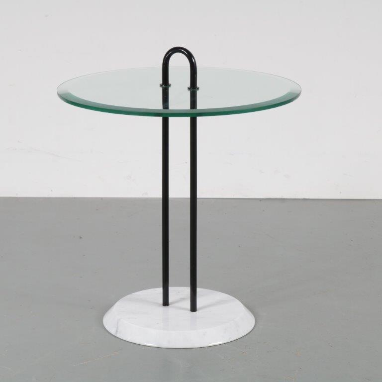 m22958 1980s Side table on marble base with glass top Cattelan Italia / Italy