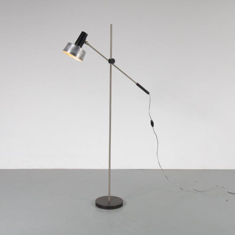 L4143 1960s Floor lamp with counter balance, aluminium with black metal Anvia / Netherlands