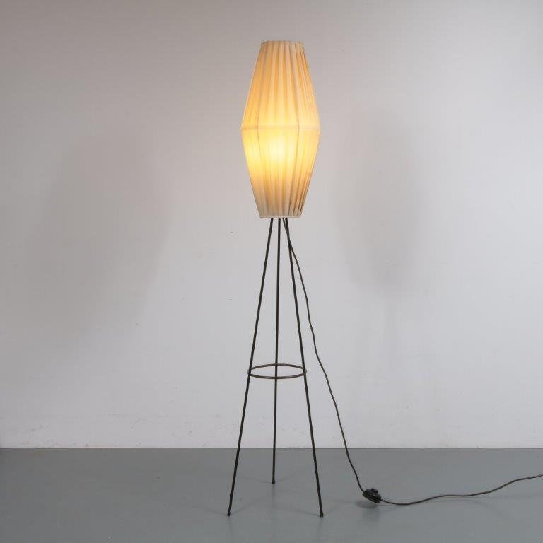 L4156 1950s Lovely floor lamp on black metal tripod base with fabric hood Netherlands