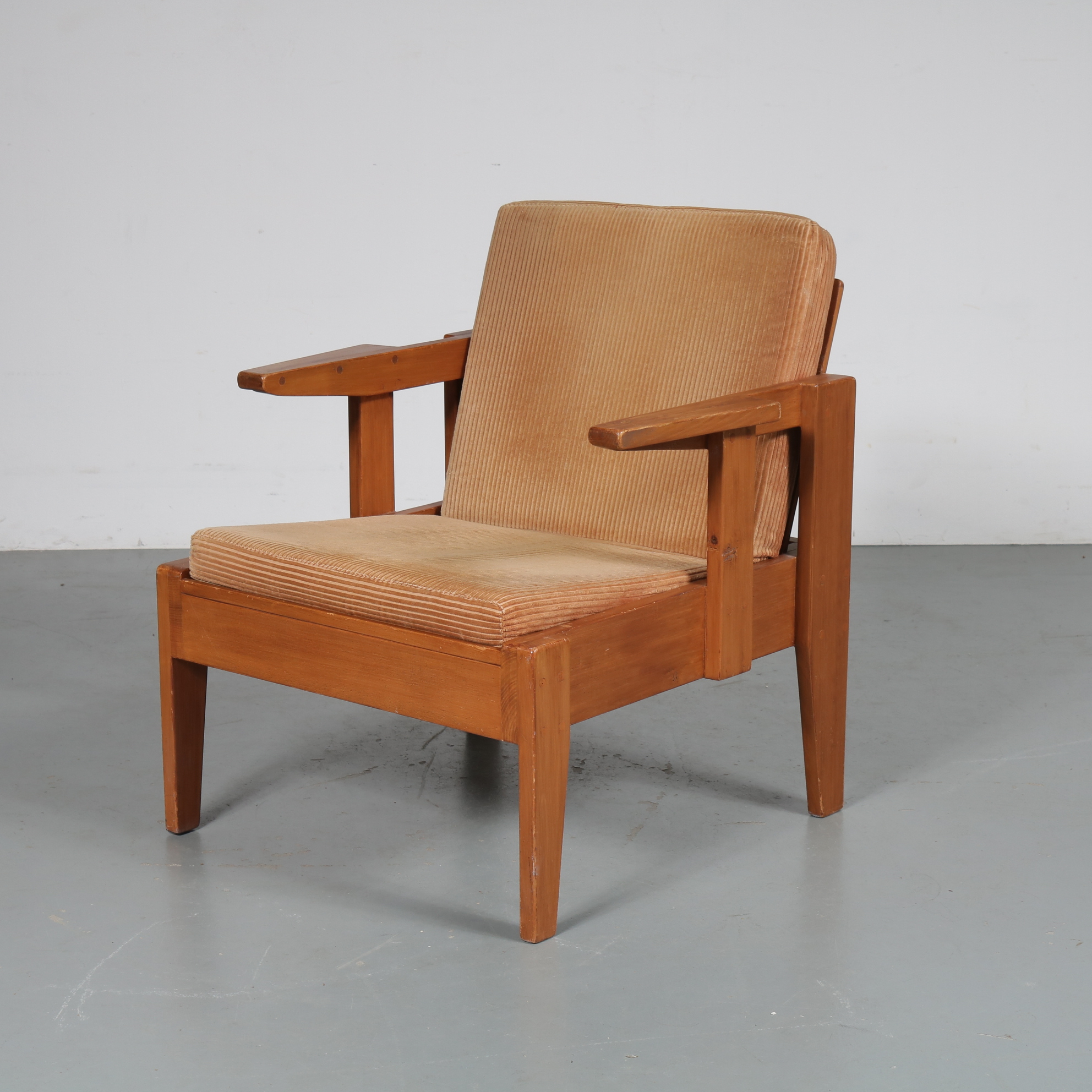 m23063 1950s Wooden easy chair in De Stijl design, beige ribcord fabric cushion Netherlands
