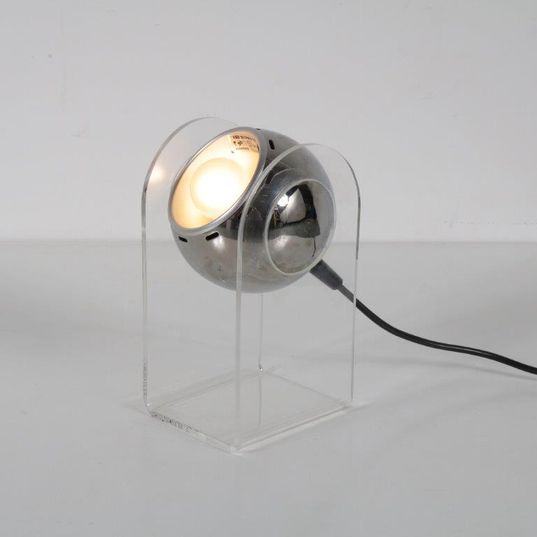 L4160 1970s Small plexiglass table lamp with round chrome metal ball with touch button Gino Sarfatti Arteluce / Italy