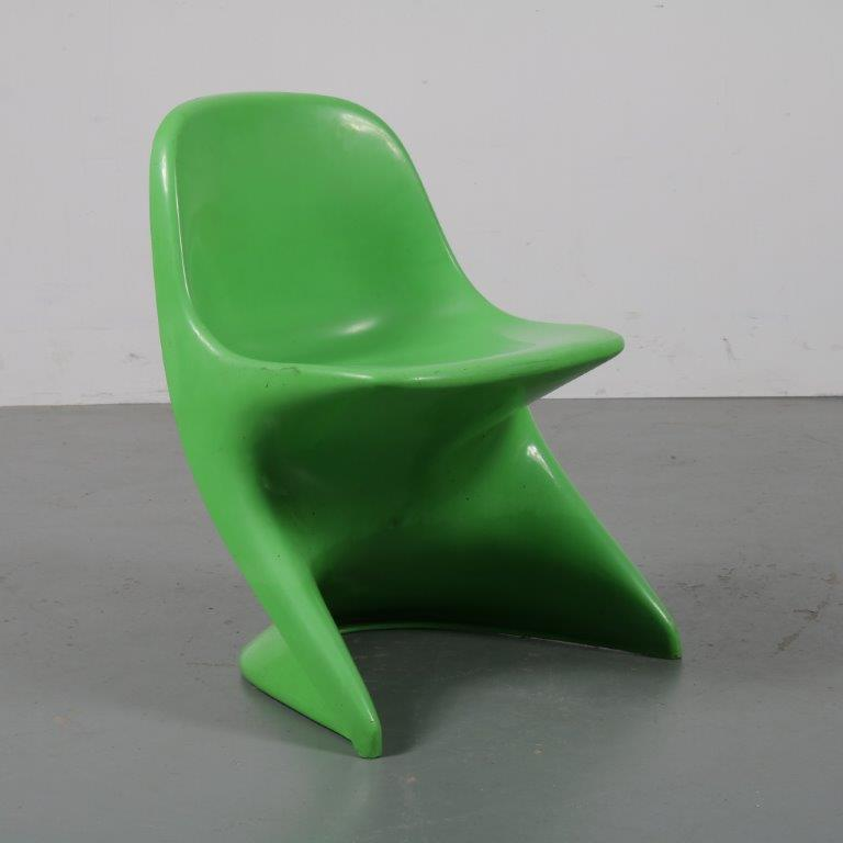 m23013 1970s Children chair in green plastic Alexander Begge Cassala / Germany