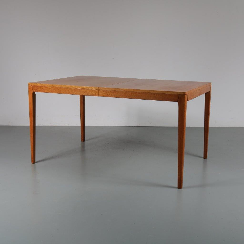 m23088 1960s Scandinavian oak extendable dining table with one inlay top Denmark