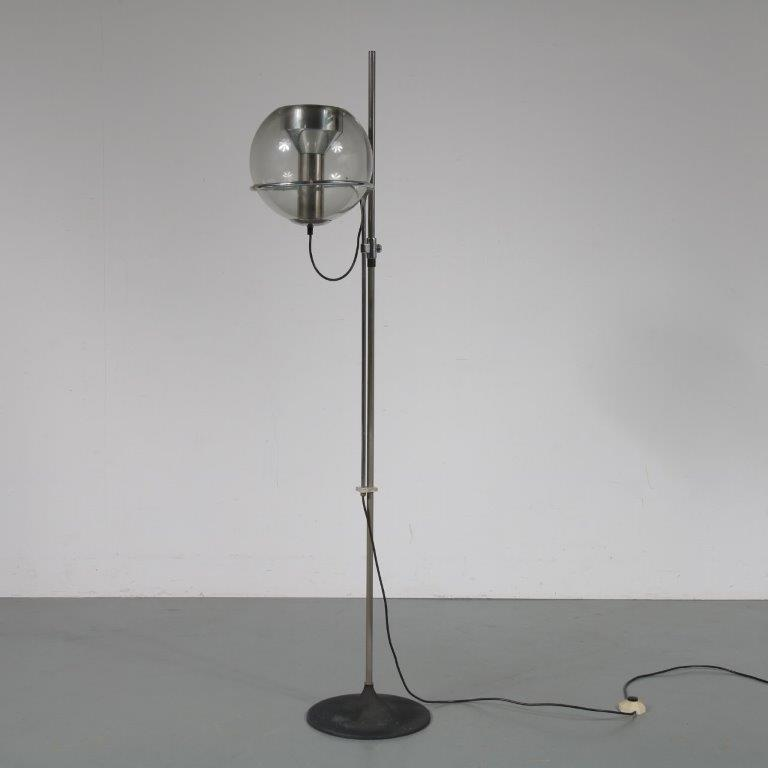 L4212 1960s Chrome metal floor lamp with glass boll globe lookalike Netherlands