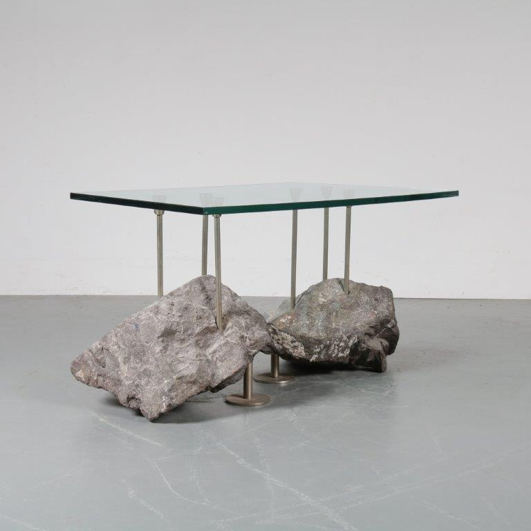m22870 1980s Unique coffee table in chrome plated metal on rocks with rectangular glass top Netherlands