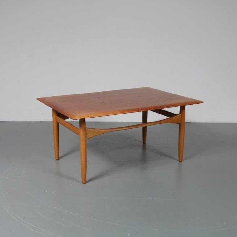 INC48 1960s Teak with oak Scandinavian coffee table designed by Aksel Bender Madse, manufactured by Bovenkamp in the Netherlands