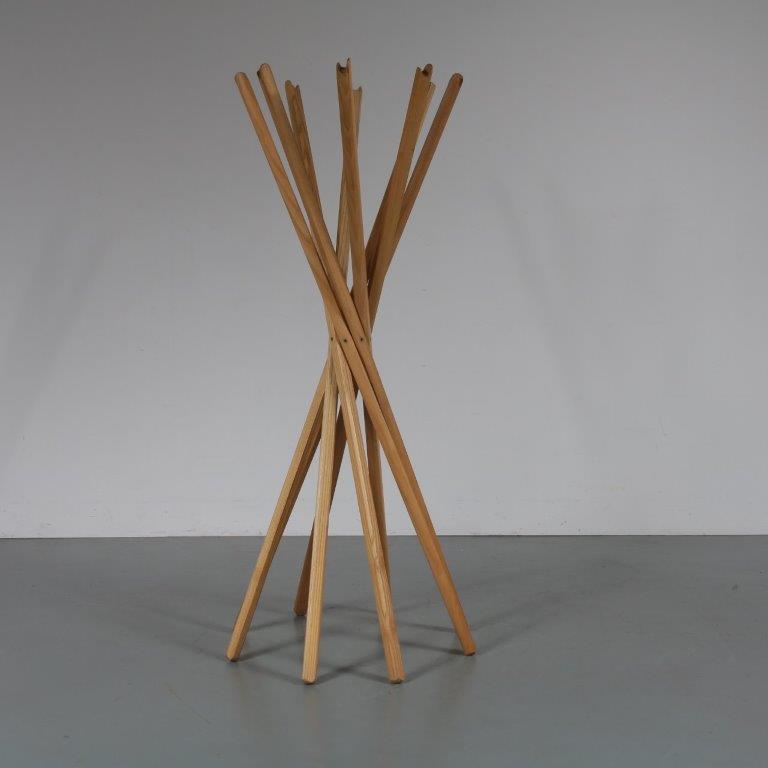 m23095 1970s Free standing beech wooden coat rack moden Sciangai by Lomazzi, D'urbino & de Pas for Zanotta / Italy