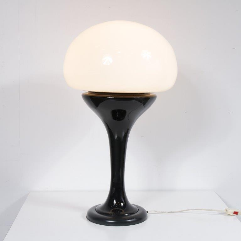 L4180 1970s Large mushroom shaped table lamp on black metal with black glass base and milk glass hood Carlo Nason Mazzega / Italy