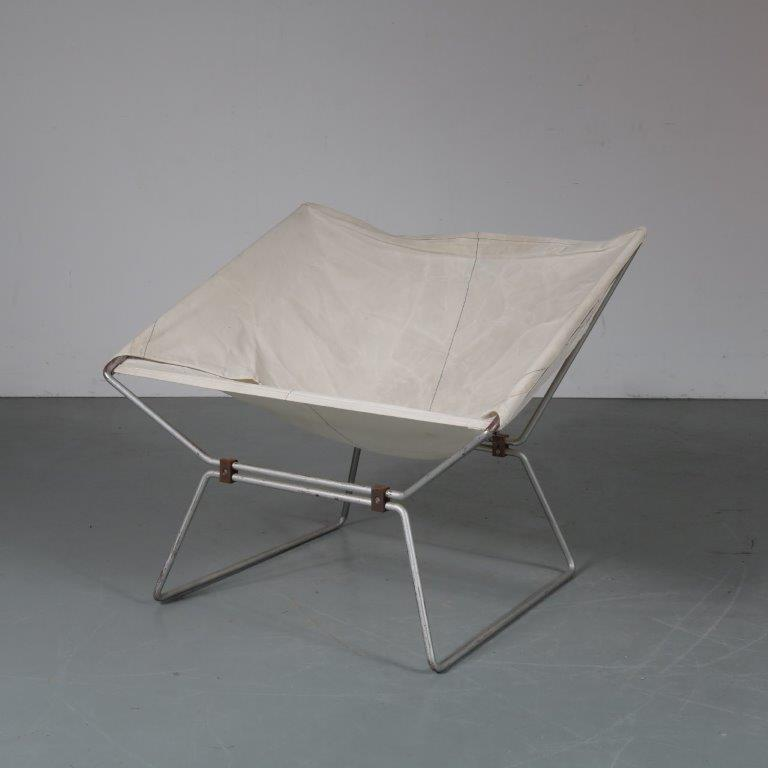 m23234 1950s Unique easy chair on grey metal wire base with white canvas upholstery Pierre Paulin AP Polak / Netherlands