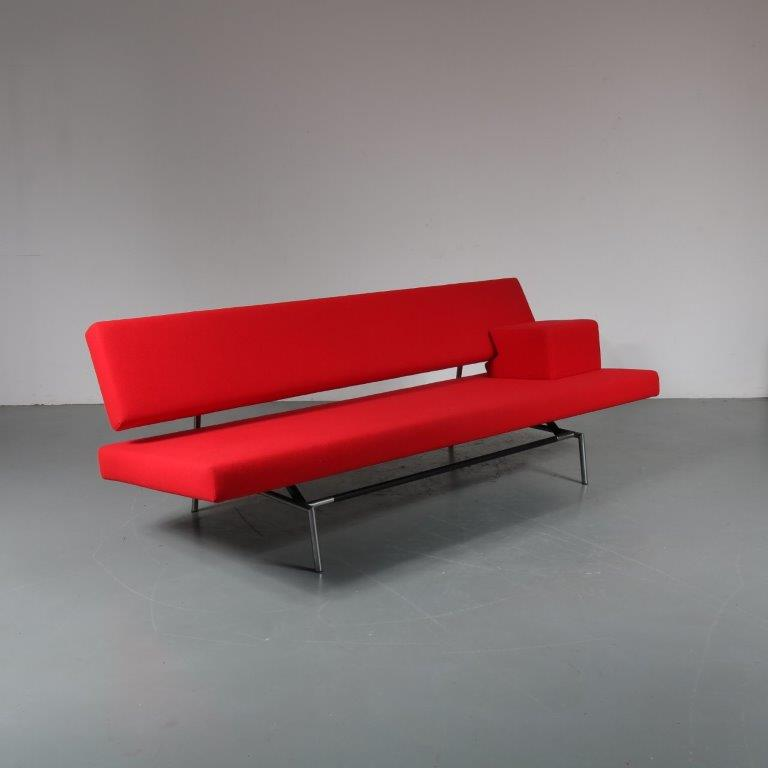 m23176 1960s 3-seater sofa / sleeping bench on round chrome black metal base and original red kvadrat upholstery with extra armrest Martin Visser Spectrum / Netherlands