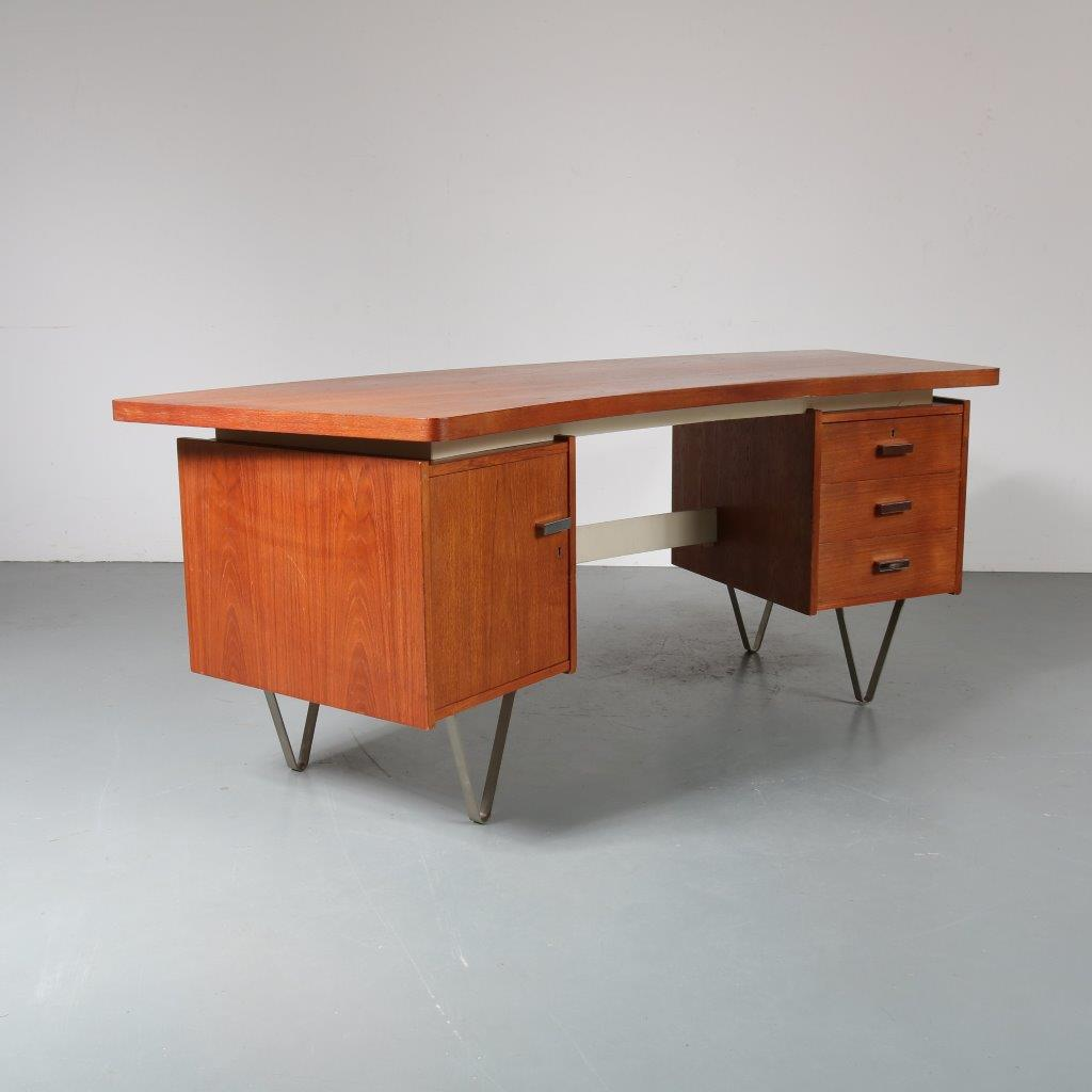 m23320 1950s Teak kidney shapes president desk on chrome metal V-shapes legs Cees Braakman Pastoe / Netherlands