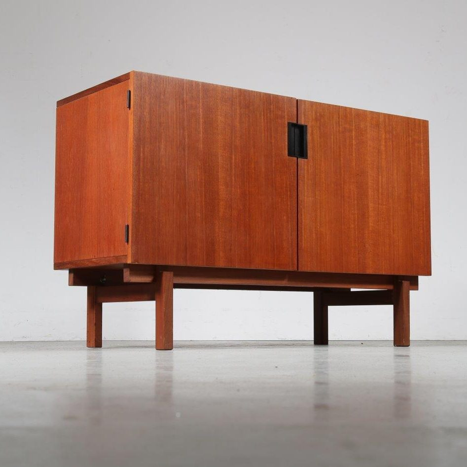 m23319 1950s Small teak sideboard from the Japanese series Cees Braakman Pastoe / Netherlands