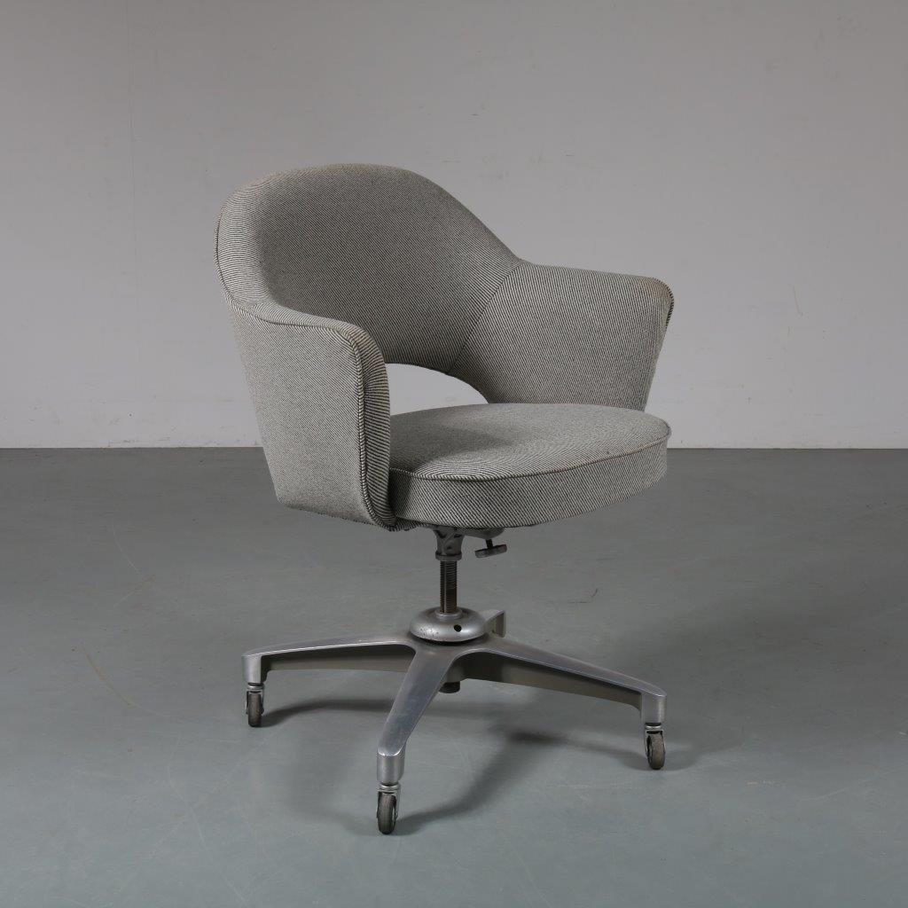 m21586 1960's Beautiful desk chair on aluminium crossbase with new upholstery Ero Saarinen Knoll International / USA