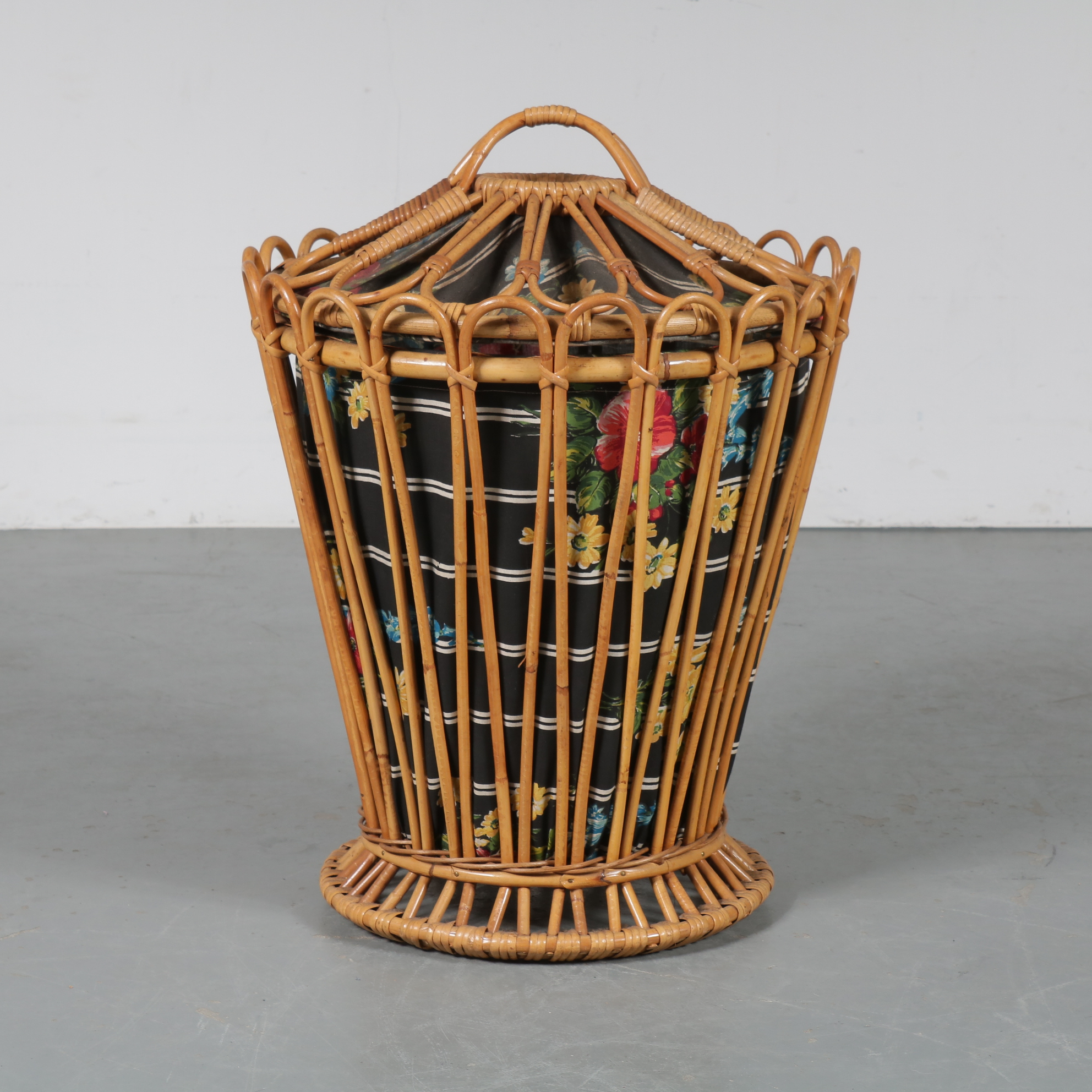 m23336 1950s Rattan washing basket with fabric interior, Albini style Italy