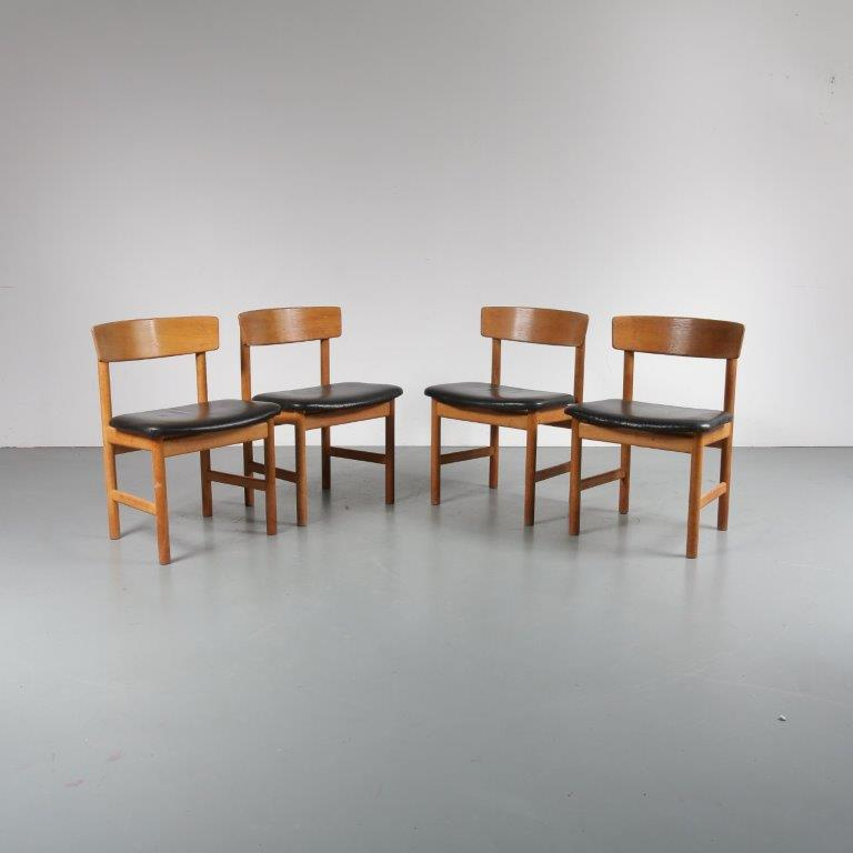1950s Oak wooden dining chairs with original black leather upholstery Borge Mogensen Fredericia / Denmark