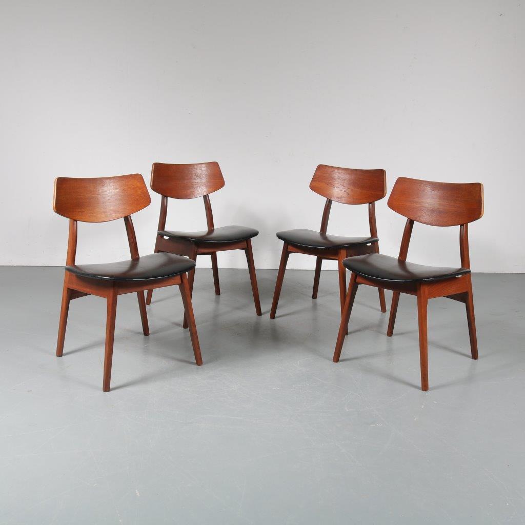 m23354 1950s Beautiful set of four teak dining chairs with black skai upholstery Louis van Teeffelen WéBé / Netherlands