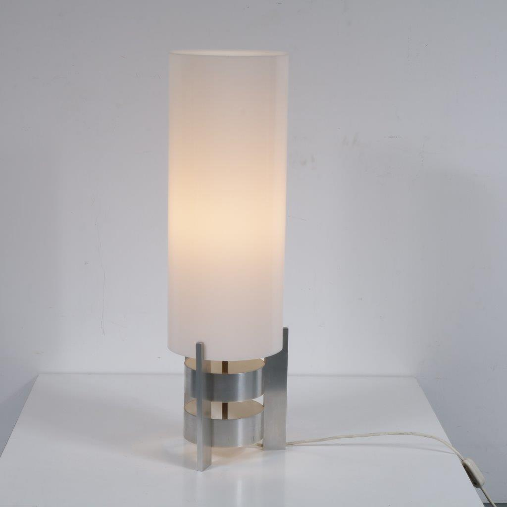 L4234 1960s Table lamp on aluminium base with white perspex cilinder hood Artiforte / Netherlands
