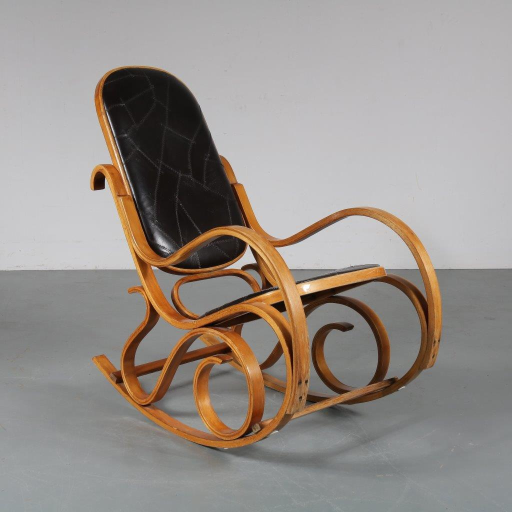 m23352 1970s Plywood with webbing seat and back rocking chair in Thonet style Luigi Crassevig Crassevig / Italy