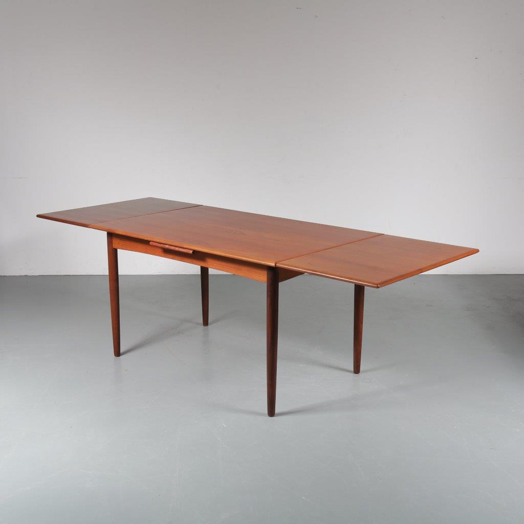 m23411 1950s Teak extendible dining table N&R Mobler / Denmark
