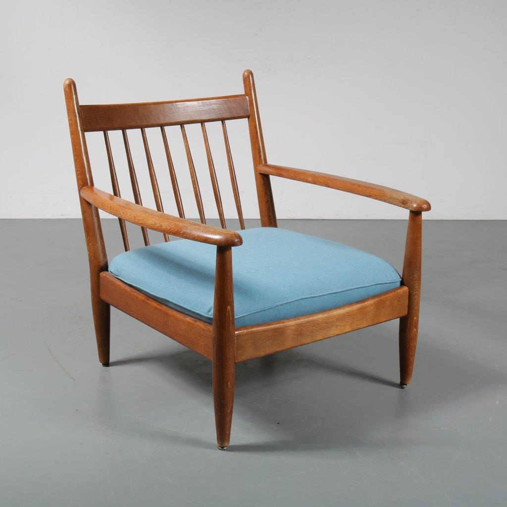 m23412 1950s Large oak wooden spokeback lounge chair with new blue upholstered cushion Denmark