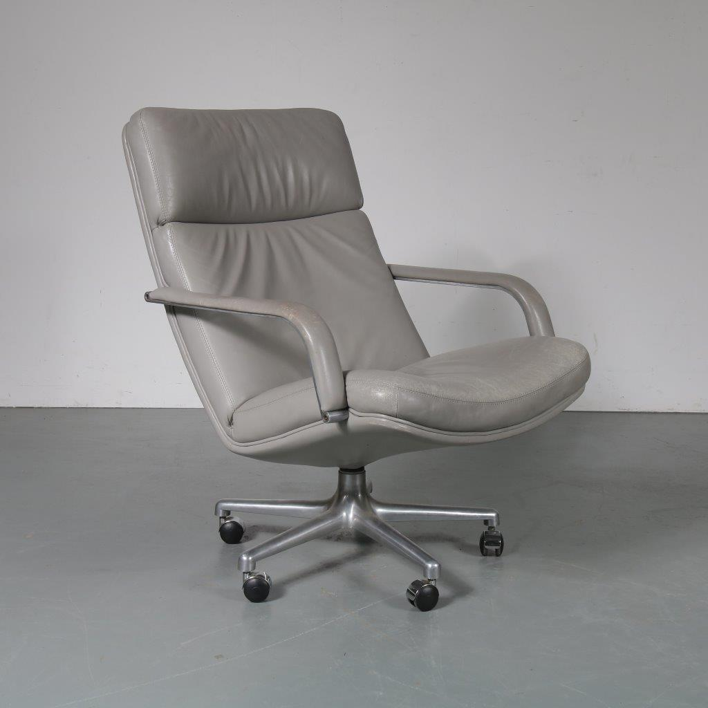 m23451 1970s Grey leather easy chair on aluminium crossbase with wheels Geoffrey Harcourt Artifort / Netherlands