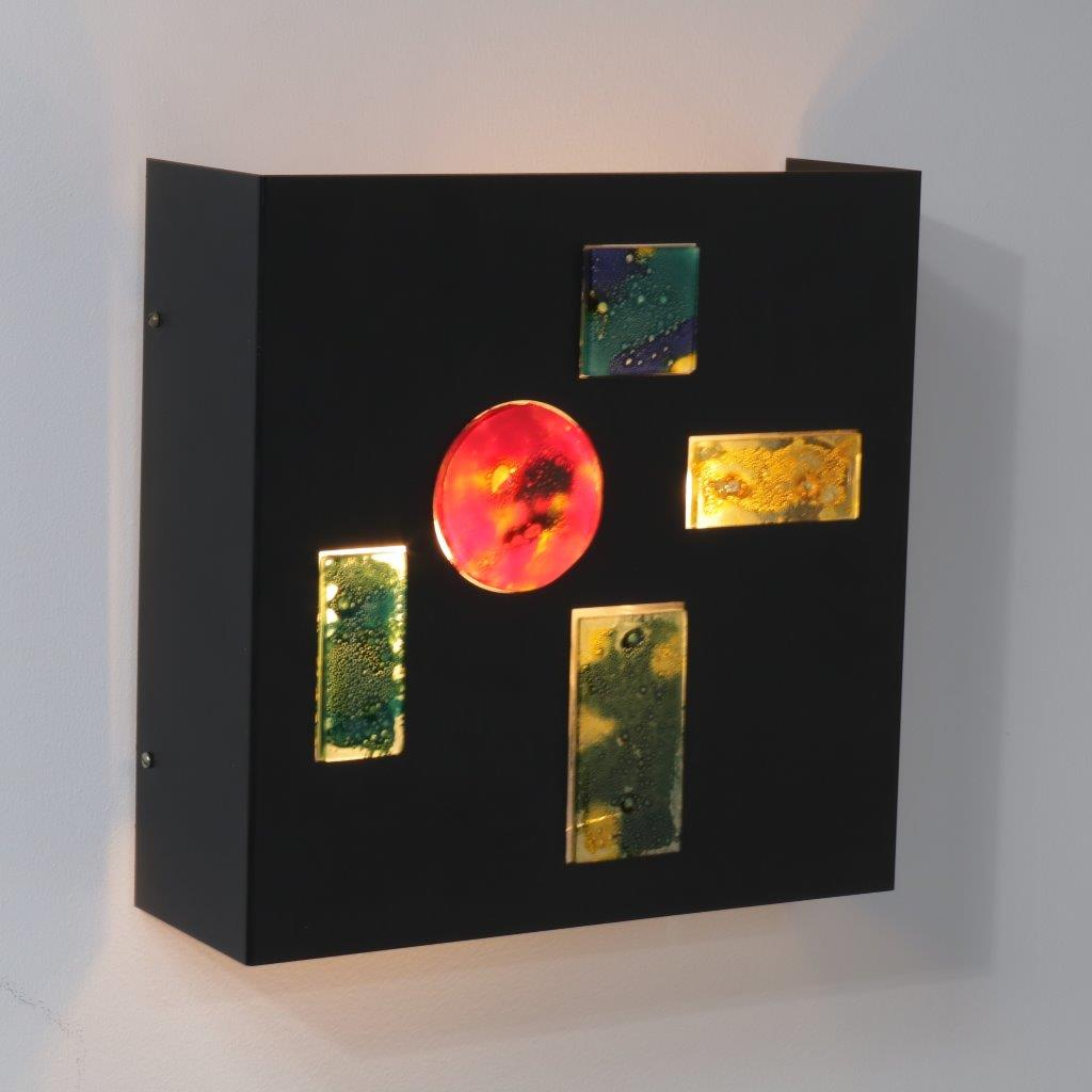 L4277 1950s Beautiful black metal wall lamp with several pieces of coloured glass Willem van Oyen Raak / Netherlands