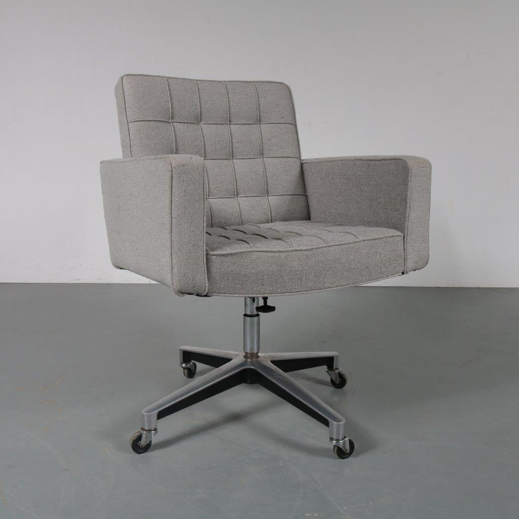1960s desk chair designed by Vincent Cafiero, manufactured by Knoll International in the USA