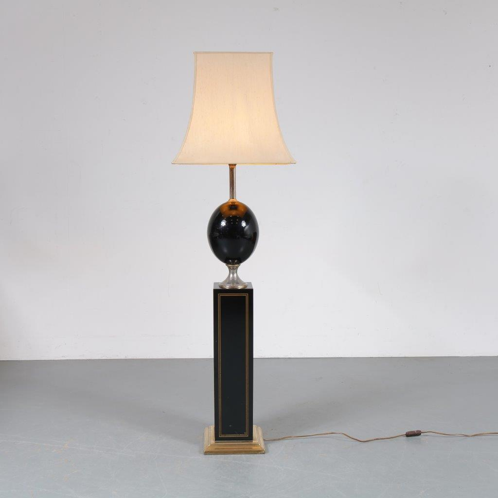 L4248 1970s Luxurious French floor lamp in black with gold wood, grey metal, black glass and red fabric hood Maison Barbier / France