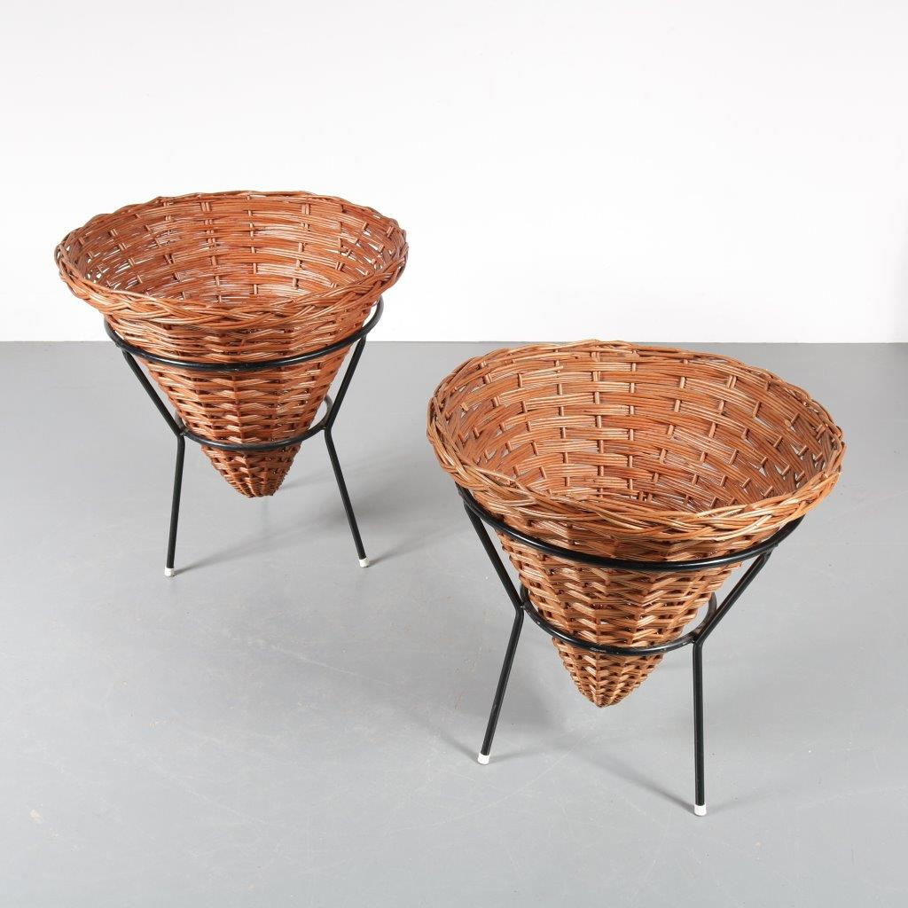 m22558 m22559 1950s Rattan shop display baskets with black metal base Dirk van Sliedregt Gebroeders Jonkers / Netherlands