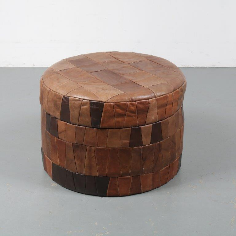 m22951 1970s Round brown leather patchwork pouf / storage box De Sede / Switzerland