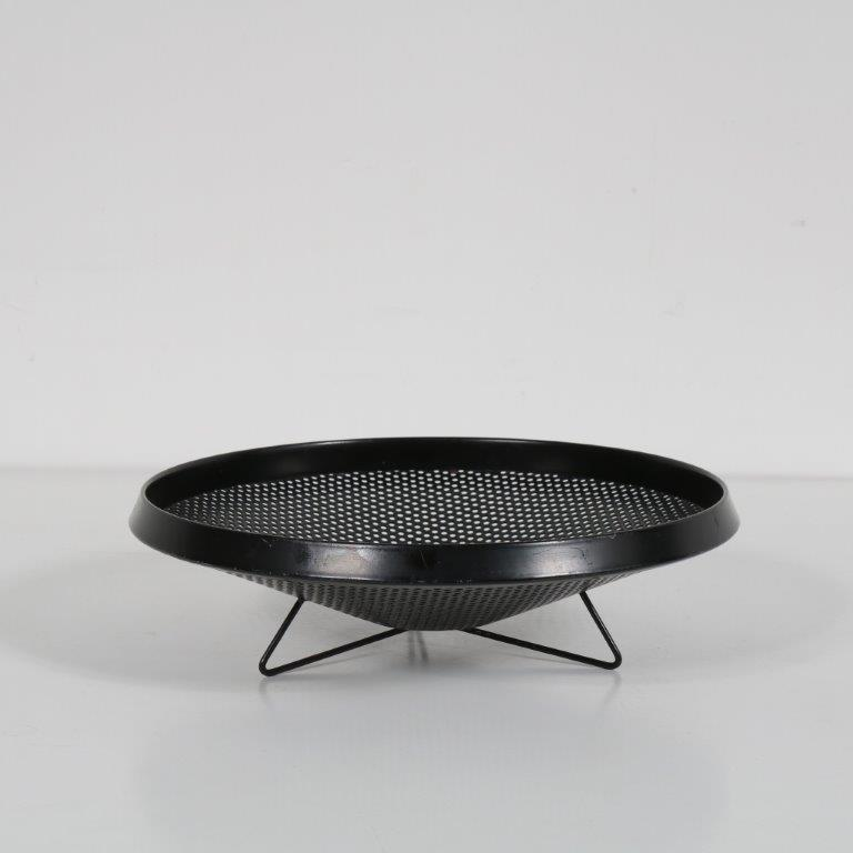 K3563 1950s Fruit bowl round black perforated metal Mathieu Matégot Artimeta / Netherlands