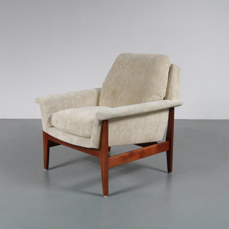 m23093 1960s Danish style teak easy chair with off white mohair upholstery Aksel Bender Madsen Bovenkamp / Netherlands