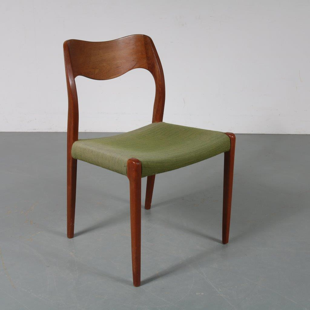 m23481 1950s Teak dining chair with green fabric upholstery model nr. 71 Moller Moller / Denmark