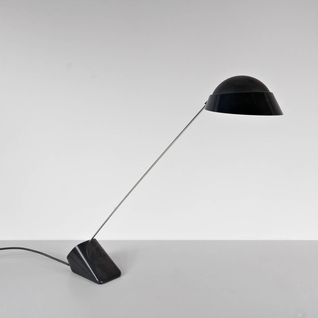"""1970s """"Ipotenusa 630"""" desk lamp designed by Achille Castiglioni, manufactured by Flos in Italy"""