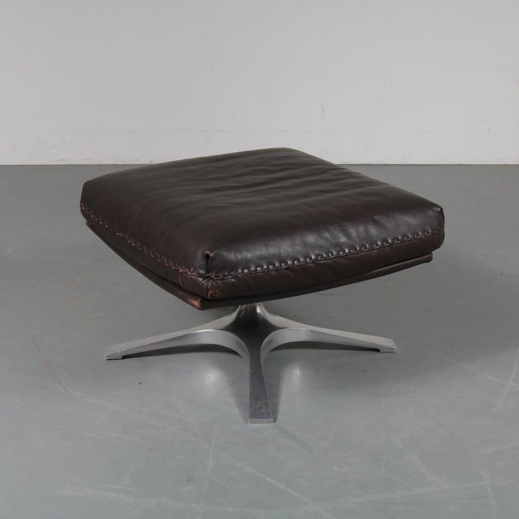 m23475 1960s Brown leather foot stool on chrome metal crossbase De Sede / Switserland
