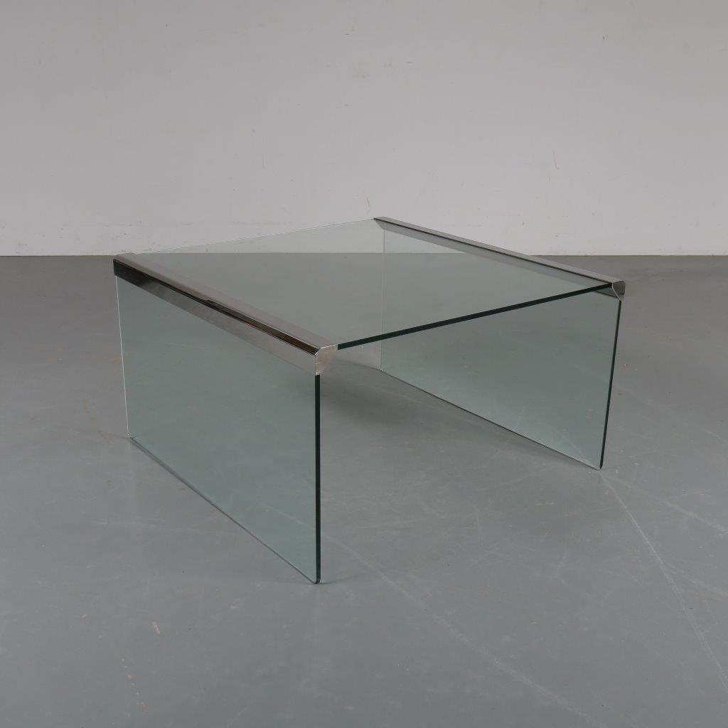 m23476 1960s Italian glass coffee table with chrome details Galotti / Italy