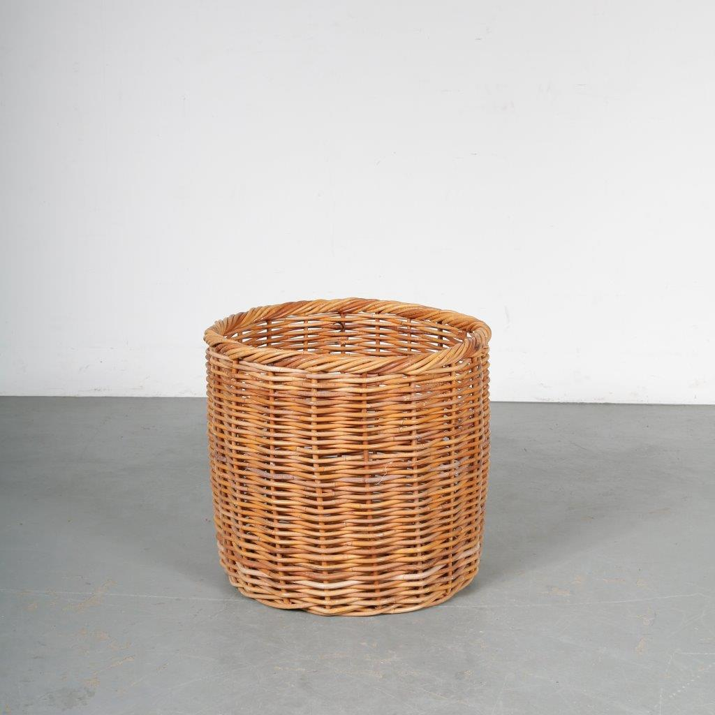 m23629 1950s Large wicker basket Netherlands