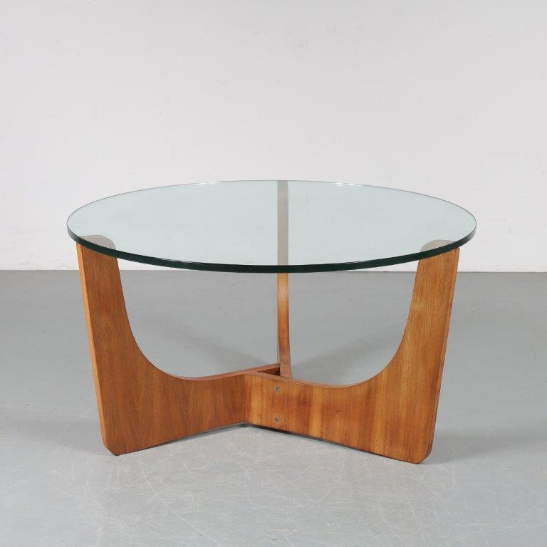 m23597 1960s Round coffee table on wooden base with thick glass top