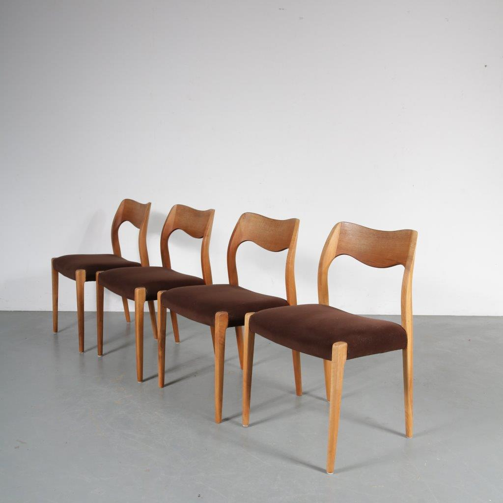 m23546 1950s Set of 4 model 71 dining chairs Moller Moller / Denmark